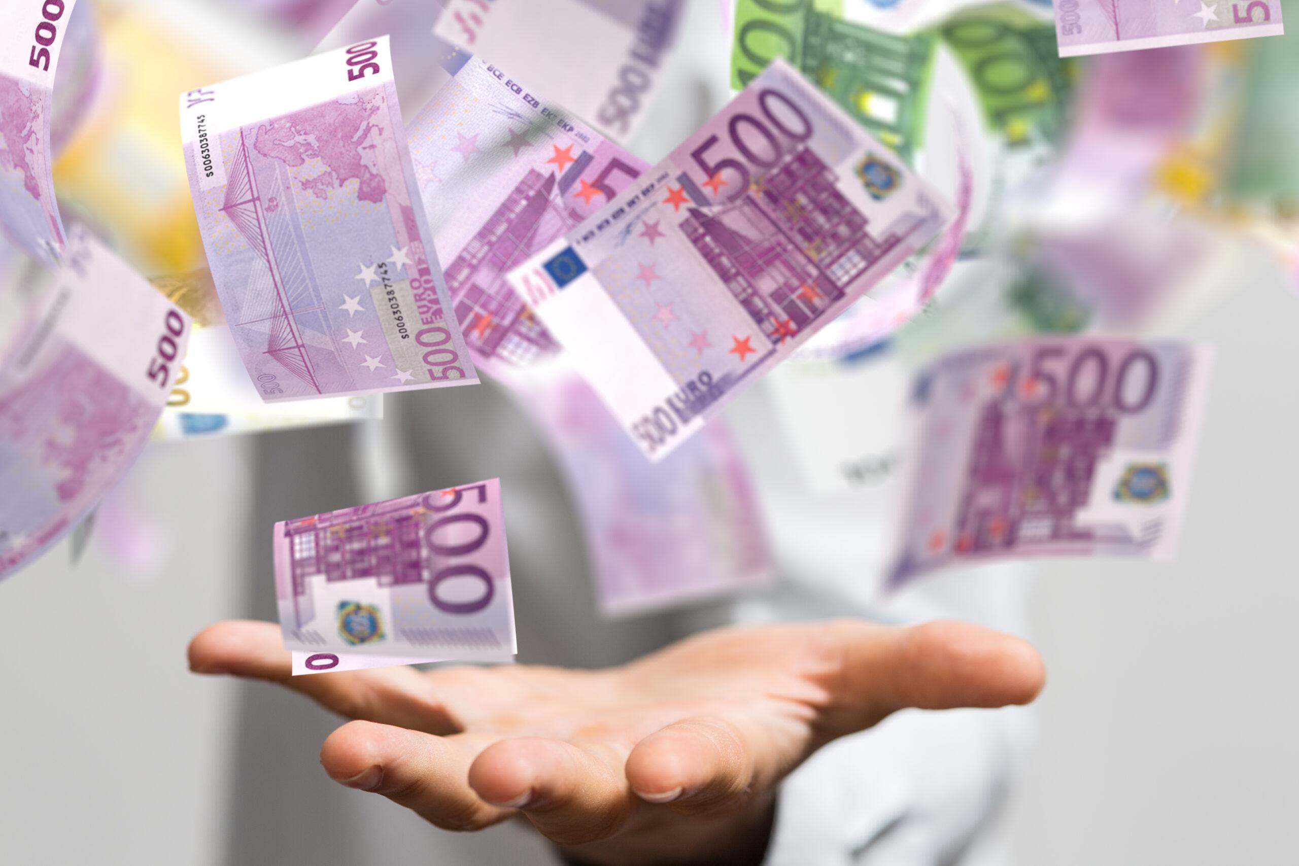 Svepof addar € till online-SM